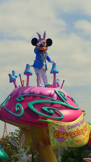 I see you too Mickey! ^^