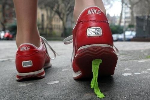 marcher-sur-du-chewing-gum